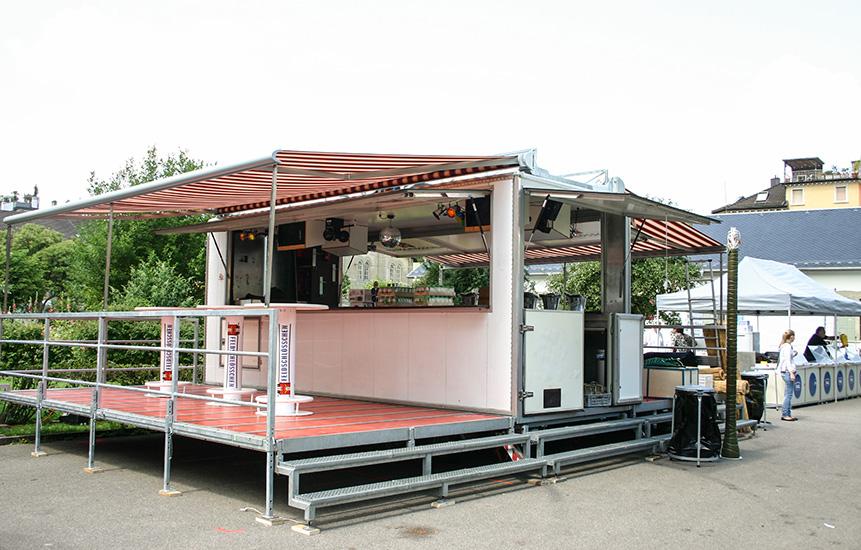 Barwagen wird aufgestellt